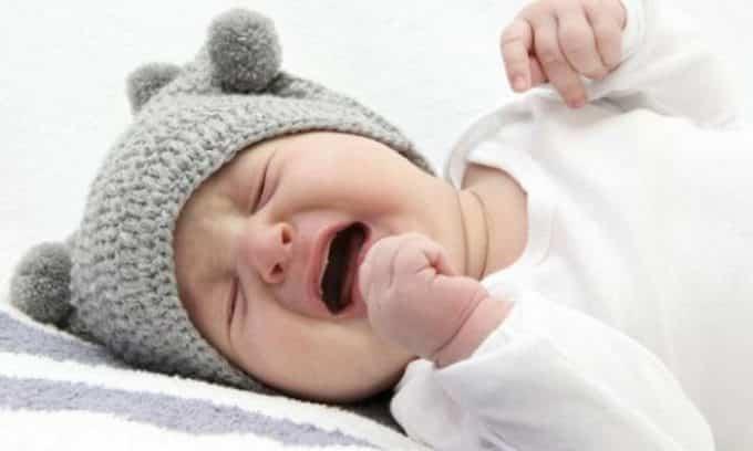 При цистите ребенок не может пописать и из-за боли постоянно плачет