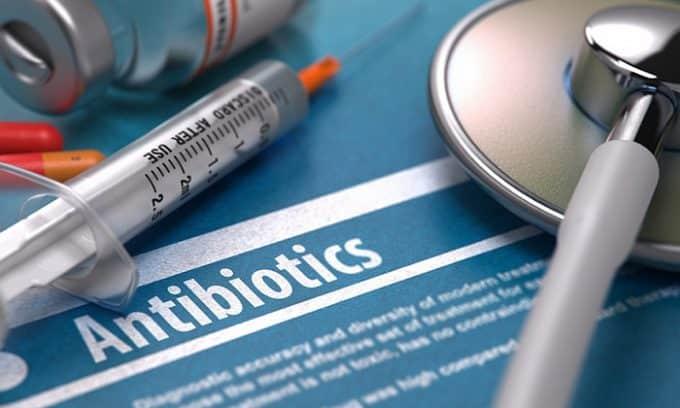 Справиться с болью при цистите можно только, если устранить инфекцию, поэтому назначаются антибиотики