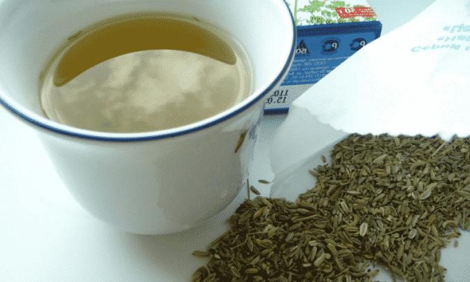 Перед тем как заваривать семена укропа, их необходимо измельчить в кофемолке до состояния муки или порошка