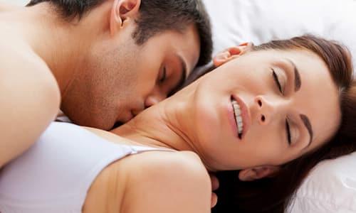 При передаче цистита половым путем во влагалище женщины проникают патогенные микроорганизмы, которые также попадают в уретру и движутся к мочевому пузырю, что и приводит к возникновению цистита