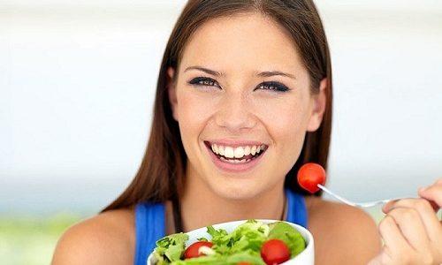При лечении необходимо соблюдать диету (исключить употребление острой, пряной, жареной и маринованной пищи)