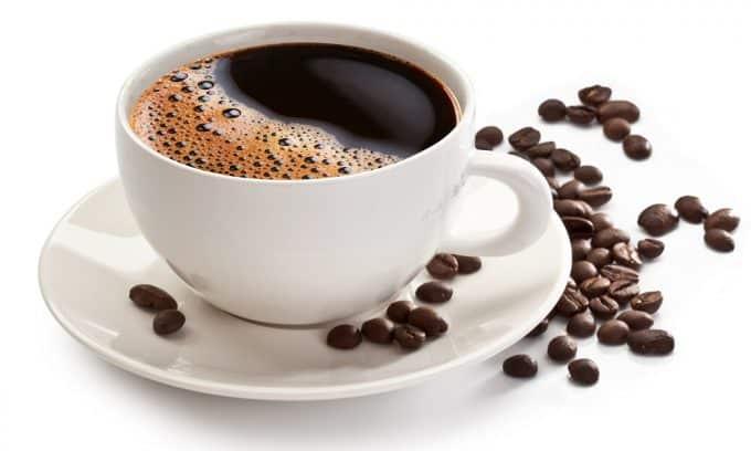 А вот кофе и другие напитки с кофеином пить не стоит, т. к. они расширяют уретру