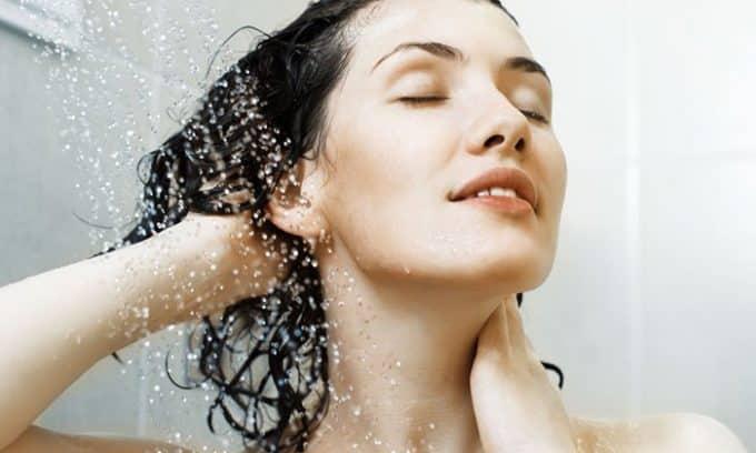 Снять болевые ощущения, которыми сопровождается цистит, можно с помощью теплого душа