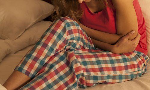 Затрудненное мочеиспускание у женщин сопровождается болями, присутствует жжение и зуд в области уретры