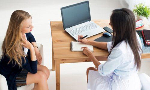 При затрудненном мочеиспускании обращаться следует к урологу, он при необходимости направит на дополнительное обследование к гинекологу, невропатологу