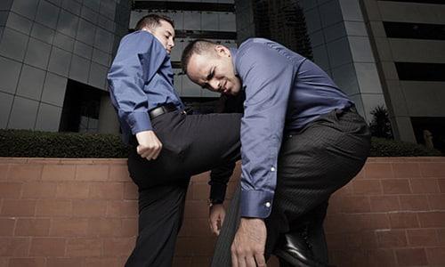 Травма, полученная при ударе в мошонку может спровоцировать рези при мочеиспускании