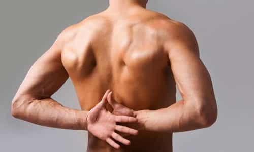 Симптомы заболевания проявляются внезапно: возникает боль в области поясницы