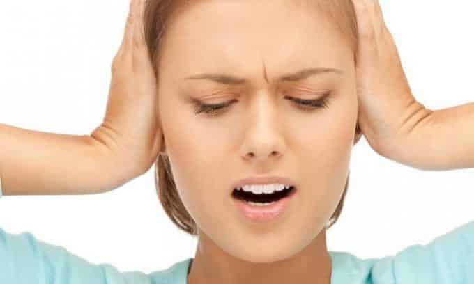 У женщин, которые принимают Нитроксолин могут появиться головные боли