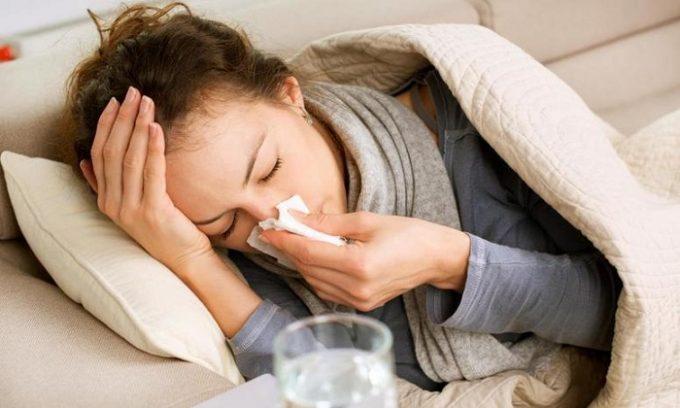 Выделения у женщин могут появиться из-за простуды