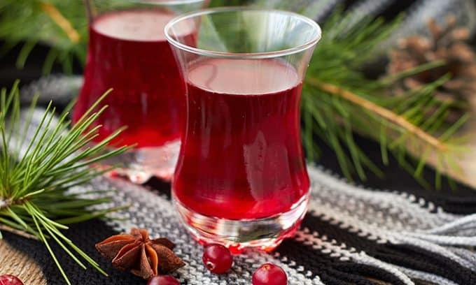 Самое действенное питьевое средство от цистита у кормящих - это клюквенный морс, обладающий антибактериальным эффектом