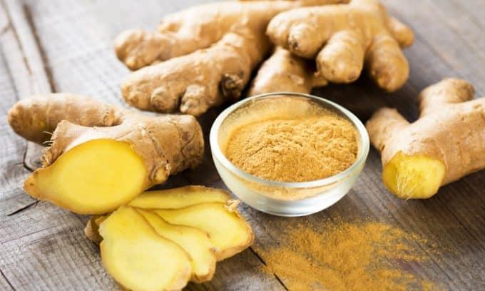 В питание при цистите рекомендуется включать имбирь, корень которого обладает хорошими антисептическими свойствами