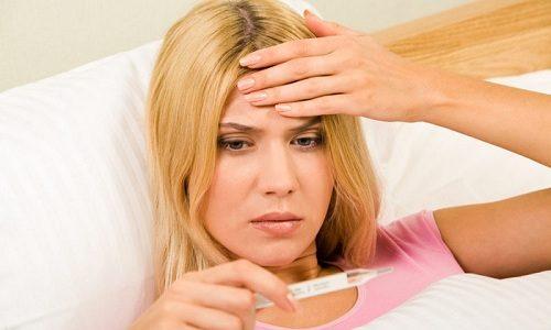 При цистите больные жалуются на слабость и озноб. Температура тела повышается до 37-37,5°C