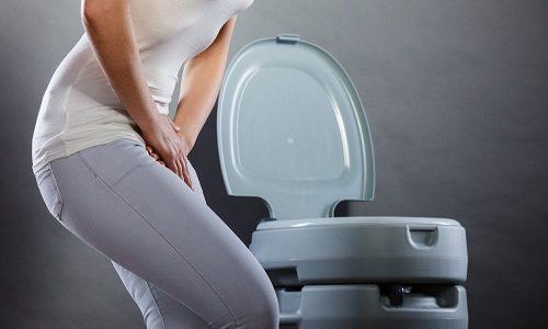Если ноет низ живота, то у пациента прогрессирует воспалительный процесс в околопузырной клетчатке, что свидетельствует о необходимости катетеризации внутреннего органа для выведения урины
