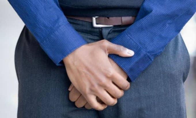 У мужчин боли при воспалении мочевого пузыря локализуются в мошонке и половом члене
