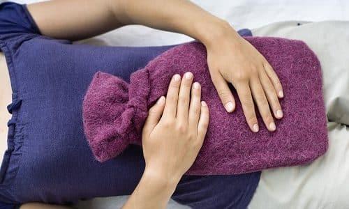 Лечение цистита включает применение тепловых процедур. Можно наложить теплую грелку на низ живота