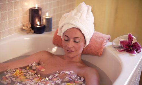 Для лечения цистита у женщин отличным средством станут лечебные ванны