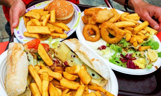 Обострение патологии может быть вызвано несоблюдением диеты