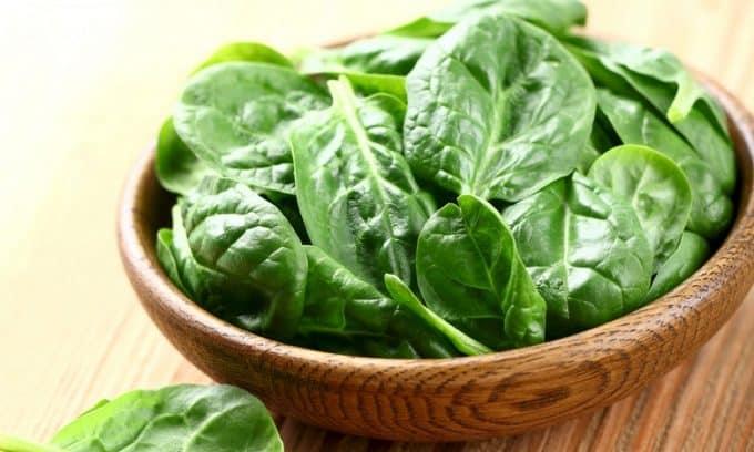 Большое количество зеленых красящих веществ содержит шпинат