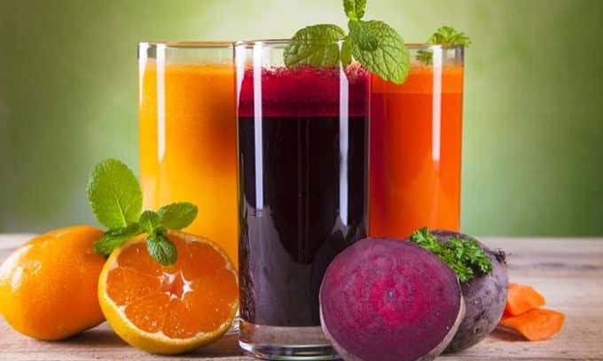 Урина апельсинового оттенка выделяется после употребления морковного, тыквенного, томатного сока, лимонада или других напитков, содержащих каротин или краситель